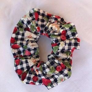 Handmade Scrunchie 'PICNIC'